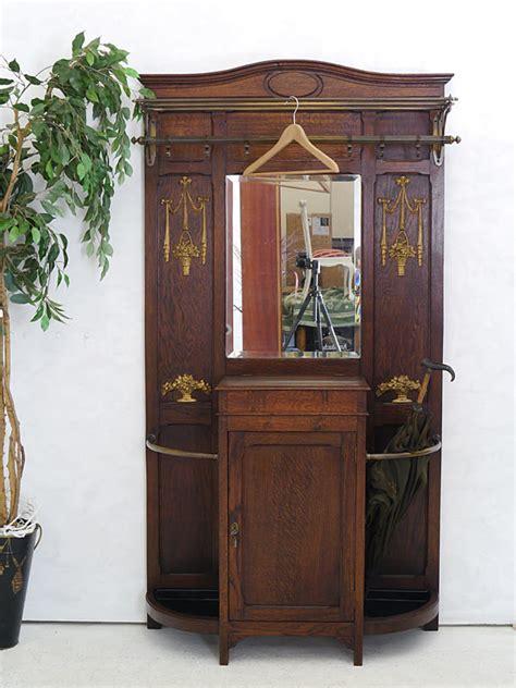 Garderobe Antik