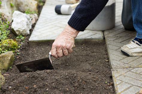 Gartenplatten Verlegen