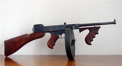 Tommy-Gun Gatlin Gun Vs Tommy Gun.