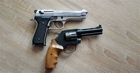 handgun vs semi automatic