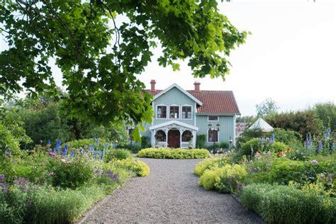 Haus Mit Riesigem Garten