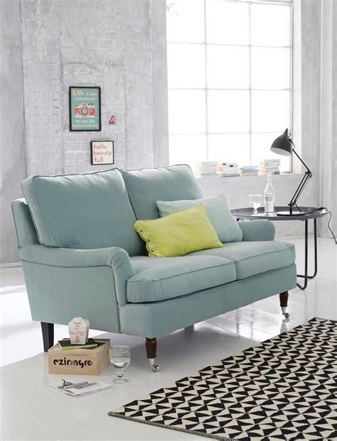Hellblaues Sofa