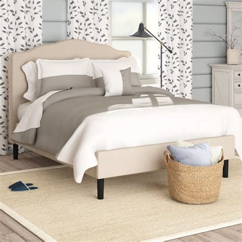 Hoopeston Scalloped Upholstered Platform Bed by Laurel Foundry Modern Farmhouse