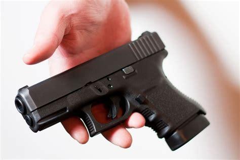 Gunkeyword How Many Rounds Does A Glock 17 Magazine Hold.