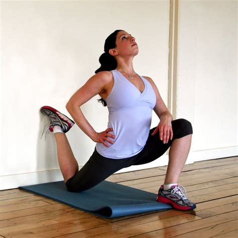 how to perform kneeling hip flexor stretch against a wall