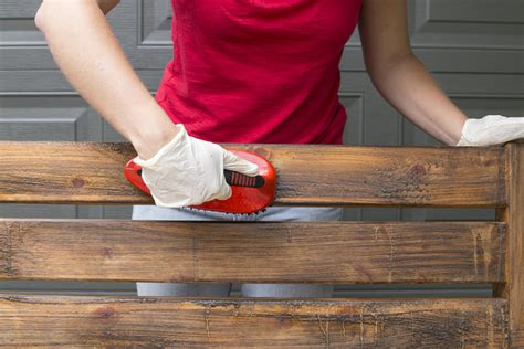 How Do You Refinish A Wooden Bench