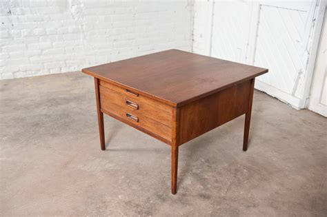 Kennison Mid Century Modern End Table