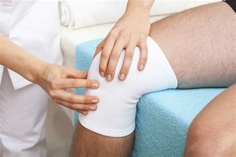 knee injury symptoms and treatments
