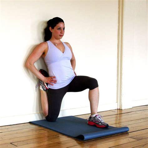 kneeling hip flexor quad stretches on pilates reformers