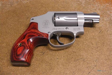 Smith-And-Wesson Lady Smith And Wesson Hammerless.