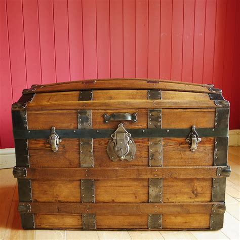 Laylah Antique Style Wooden Steamer Trunk