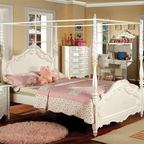 Levitt Canopy Bed byAstoria Grand
