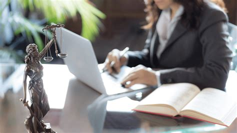 Commercial Lawyer In Holborn Llm Commercial And Corporate Law School Of Law