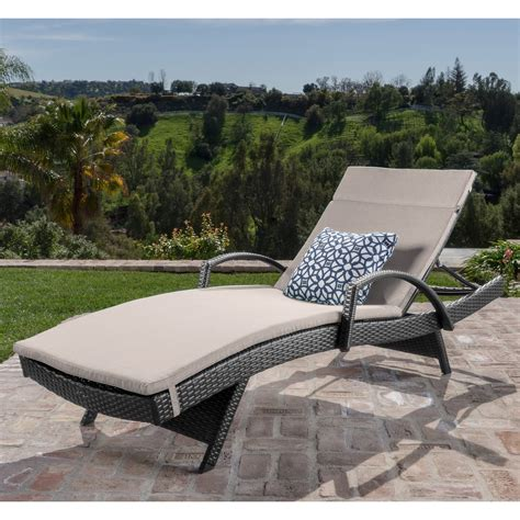 Lounging Chairs For Outdoors