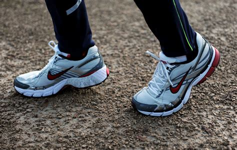 lower back hip pain when lifting leg up while eaten alive video