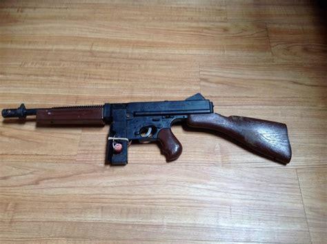 Tommy-Gun Mattel Tommy Burst Cap Gun.