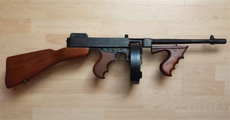 Tommy-Gun Mobster Tommy Gun.