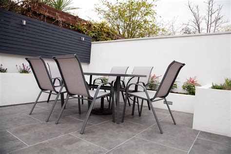 Moderne Gartentische