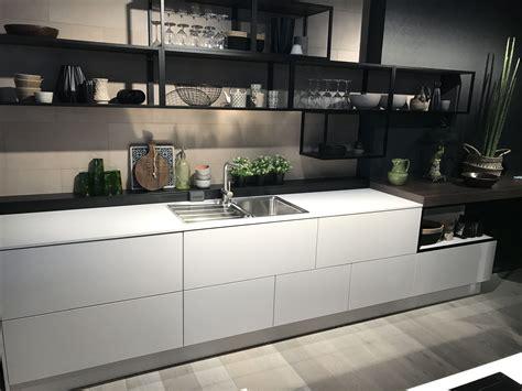 Moderne Grifflose Küchen Für Ein Geradliniges Ambiente