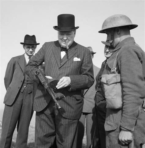 Tommy-Gun Next To Winston Churchill With A Tommy Gun Hartlepool 1940.