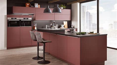 Kleine Küche Dachschräge Wohnzimmer In Weis Und Braun Innenraum ...