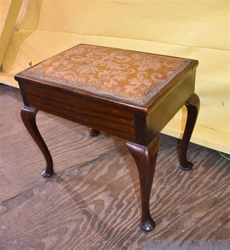 Organ Upholstered Bench