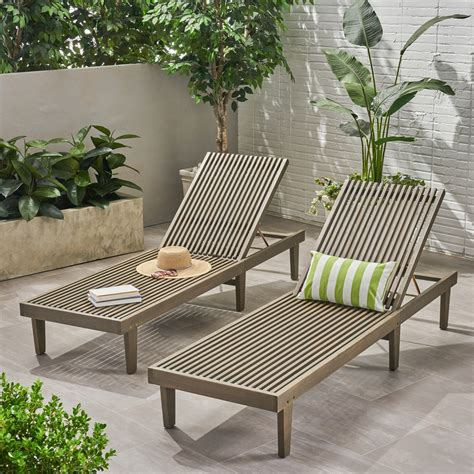outdoor chaise lounges