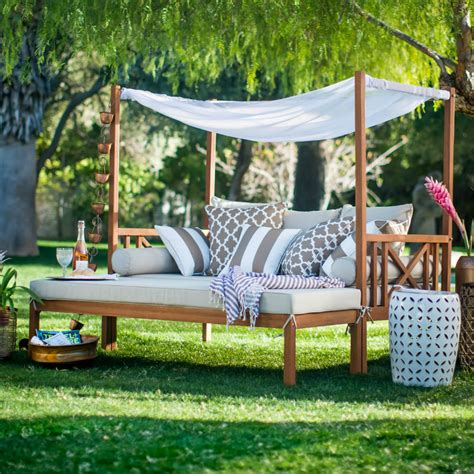 Outdoor Daybed Designs