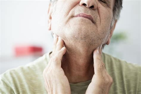 pain in left side of neck sore throat