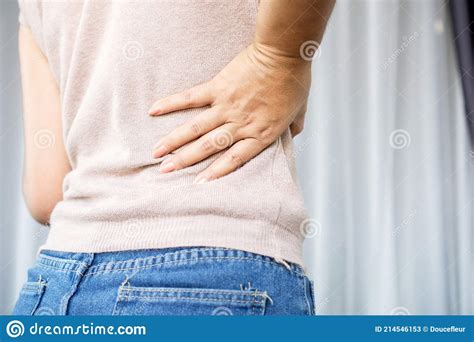 pain in lower right side of female body