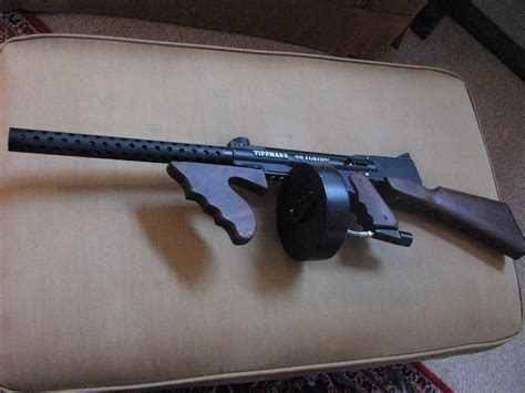 Tommy-Gun Paintball Tommy Gun.