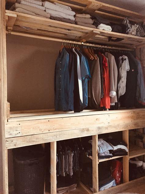 Paletten Kleiderschrank