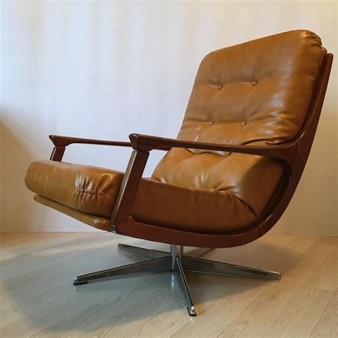Pennywise Swivel Lounge Chair
