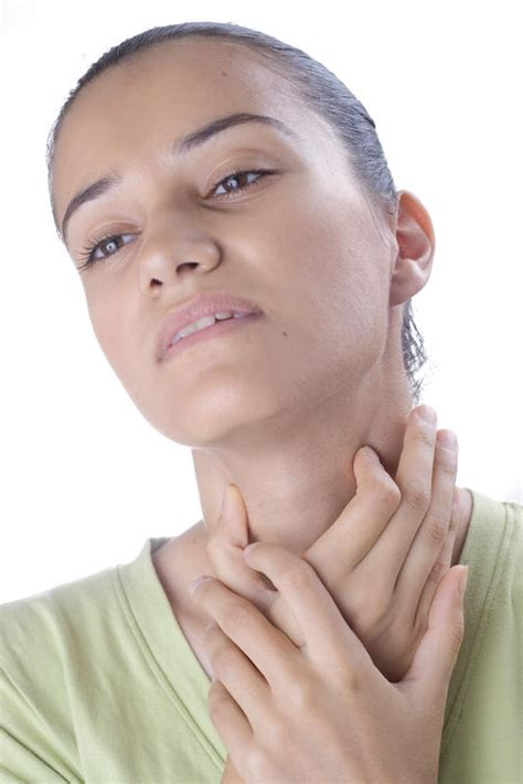 right side of neck and throat hurts