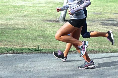 sharp pain in both hamstrings tight while running
