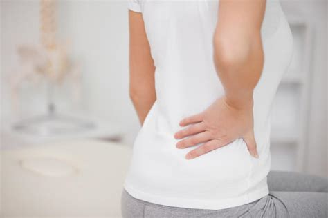 sharp pain lower right back above hip