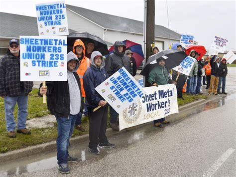 Sheet Metal Union Resume Gm Workers Strike At Ingersoll Ontario Plant The Drive