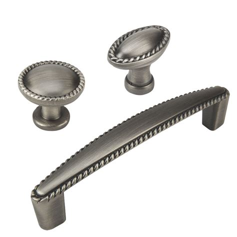 Silver Knobs And Pulls