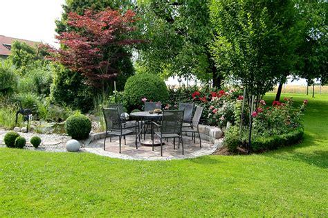 Sitzplätze Garten Gestalten