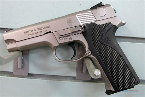 Smith-And-Wesson Smith And Wesson 4056.