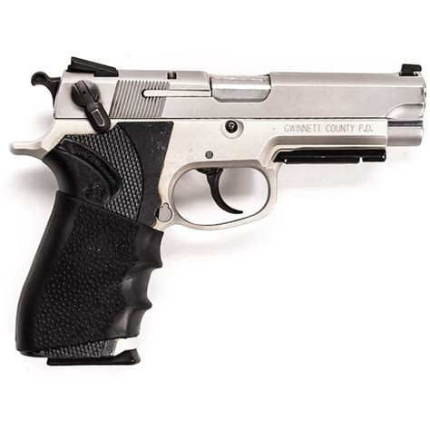 Smith-And-Wesson Smith And Wesson Swat 2000.
