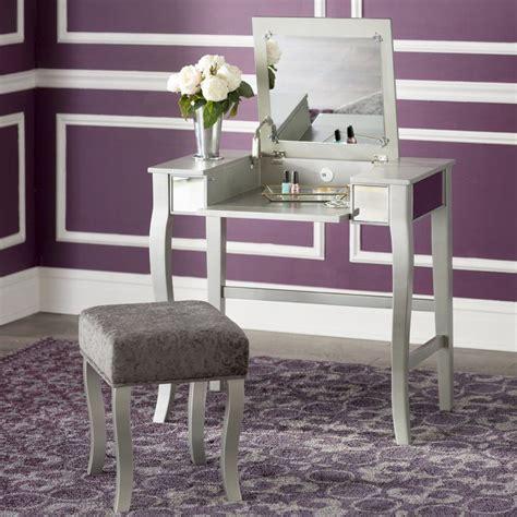 Strattenborough Vanity Set with Mirror