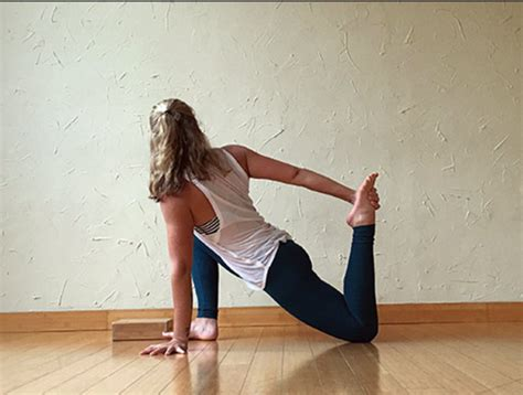 stretch hip flexor seated position in yoga