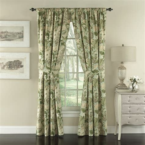 Suzanna Nature/Floral Semi-Sheer Rod pocket Curtain Panels (Set of 2 by