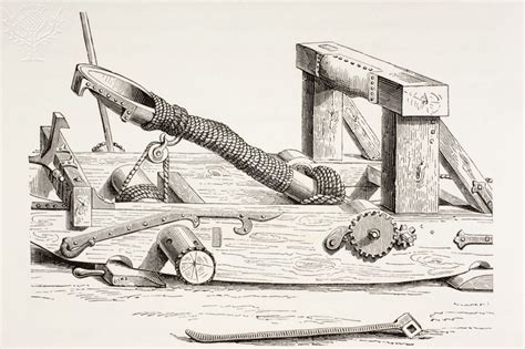 the history of the trebuchet and catapult
