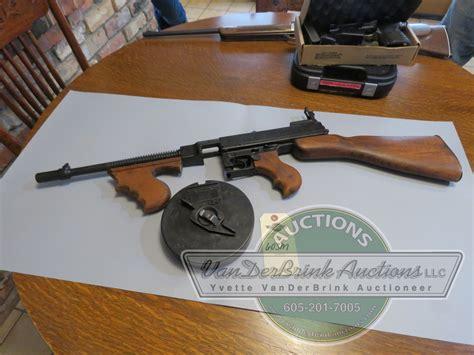 Tommy-Gun Vintage Toy Silver Tommy Gun.