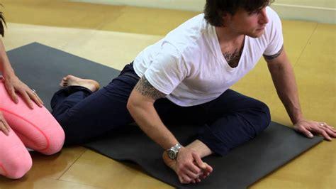 walking hip flexor stretches video