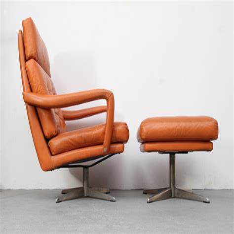 Wanita Swivel Lounge Chair and Ottoman
