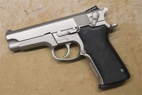 Smith-And-Wesson What Is A Bnib Smith And Wesson 5906 Worth.