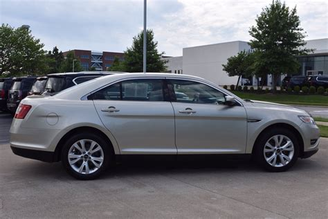Taurus-Question What Tires Came On 2011 Taurus Sel.